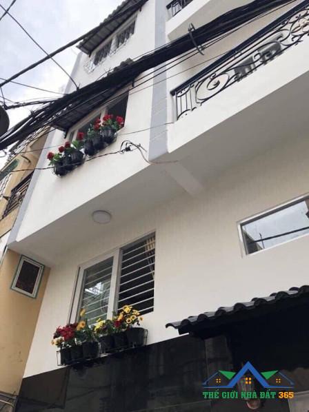 Chủ nhà đi nước ngoài bán nhà đẹp quận Phú Nhuận giá rẻ ! Mua bán nhà đất giá rẻ tphcm